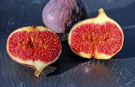 How to Feed Figs to Your Chickens